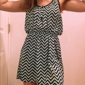 Dresses & Skirts - Beachy chevron dress